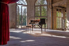 verlorene Töne (SonjaS.) Tags: lostplace grabowsee flick flickrfreunde klavier urban verlassen vorhang rot lost berlin fenster