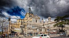 Catedral de Santa María La Real de La Almudena (Lucien Schilling) Tags: madrid comunidaddemadrid spain es clouds people sky building