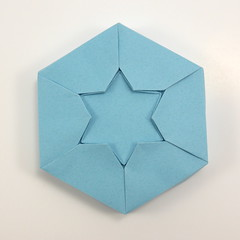 Box with Star of David (top) (Michał Kosmulski) Tags: origami box tessellation starofdavid star hexagram magendavid מָגֵןדָּוִד ✡ warsawghettouprising powstaniewgetciewarszawskim אױפֿשטאַנדאיןװאַרשעװערגעטאָ aufstandimwarschauerghetto michałkosmulski tantpaper blue jewish