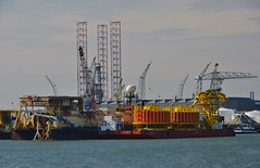 Ofsshore (Hugo Sluimer) Tags: portofrotterdam port haven onzehaven nlrtm zuidholland nederland holland