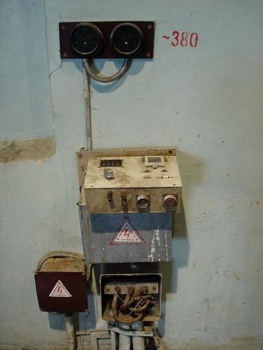 Розетки в здании бывшего завода ©  ayampolsky