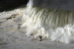 GARRET McNAMARA / 3860NBW (Rafael González de Riancho (Lunada) / Rafa Rianch) Tags: surf waves surfing olas sport deportes sea mer mar nazaré vagues ondas portugal playa beach 海の沿岸をサーフィンスポーツ 自然 海 ポルトガル heʻe nalu palena moana haʻuki kai olahraga laut pantai costa coast storm temporal