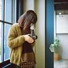(有喵的生活) Tags: rolleiflex 28f carl zeiss fujifilm pro400h tlr 120 6x6 square 負片 taichung taiwan 中台灣 cafe portrait bokeh light zoe 台中 哈蘇女孩