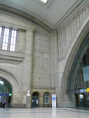 160624 LeipzigConcourse (24) (Transrail) Tags: station railway train concourse platform leipzighbf leipzig deutschebahn roof arch stone gallery