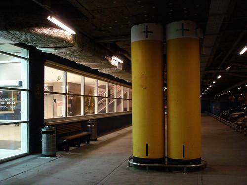Батарейки у входа в Ikea