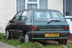 L351 ROW (Nivek.Old.Gold) Tags: 1993 renault clio rt 14 auto 5door elmergarage