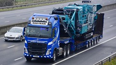 T19 MHH (panmanstan) Tags: volvo fh wagon truck lorry commercial heavy haulage freight transport vehicle m62 motorway sandholme yorkshire