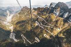 Vertigo (_Hadock_) Tags: tianmen mountain monte vertigo cablecar cable car zhangijaye zhangijayie zhanjijaie zhangjiajie china road carretera puerto de montaña creative cominos commons fullhd fondo pantalla screensver scrensaver wallpaper walpaper nikon d750 tamron 2470 google iphone