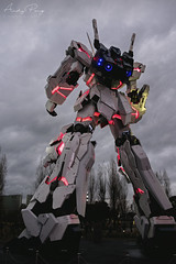 1:1 life size Unicorn Gundam in Red Psycho-frame. (Andy @ Pang Ket Vui ( shootx2 )) Tags: gundam tokyo odaiba life size diver city destroymode green psycho frame transform red x100f fujifilm wclx100ii
