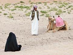 Egypte, Safaga, un couple de Bédouin et leur monture (Roger-11-Narbonne) Tags: egypte désert safaga bédouin