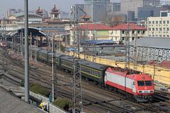 I_B_IMG_8393 (florian_grupp) Tags: asia china locomotive train railway railroad passenger diesel electric beijing station citywall beijingmainstation chaoyang peking cnr chinanationalrailway traffic bluesky