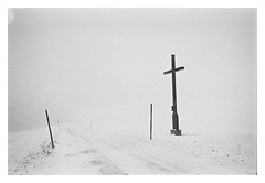 The Cross of Snow (cardijo) Tags: canon f1 ilford hp5 rodinal snow cross fog