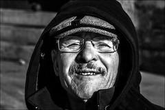 Tenue d'hiver! / Winter clothes! (vedebe) Tags: noiretblanc netb nb bw monochrome humain human homme people portraits portrait ville street rue city urbain urban
