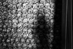 The Death's Shadow (Toni_V) Tags: m2406904 rangefinder digitalrangefinder messsucher leicam leica mp typ240 type240 28mm elmaritm12828asph hiking wanderung salgeschleukgampel leuk beinhaus gebeine wallis oberwallis valais bw blackwhite schwarzweiss monochrome sep2 silverefexpro2 niksoftware switzerland schweiz suisse svizzera svizra europe church bones death ©toniv 2018 180324 charnelhouse beihüs myswitzerland jungbrunnen