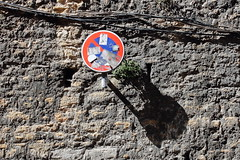 Rugosité urbaine (ZUHMHA) Tags: lyon france totalphoto line circle lignes courbes curve geometry géométrie urban urbain panneau ombre lumière light shadow ombreetlumière mur wall texture matière