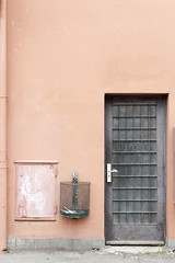 (Px4u by Team Cu29) Tags: tür papierkorb tristesse graffiti fassade haus eingang augsburg