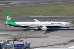 EVA Air Boeing 777-35EER B-16712 (c/n 33755) (Manfred Saitz) Tags: vienna airport schwechat vie loww flughafen wien eva air boeing 777300 773 b773 b16712 breg