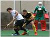 Hockey - 30 (Jose Juan Gurrutxaga) Tags: file:md5sum=89da1137b9578620dbf9496f1e15a8f3 file:sha1sig=aefa9507a03c8f1453c5e31ae13bf6f7ce09b40f hockey hierba field belar atletico atleticoss atletic terrassa