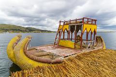 Embarcación de Los Uros (luisalbertohm) Tags: peru peruvian puno embarcación color colorful trip travel travelling tourism turismo viaje ocio photo photography foto fotografia sony alpha lake lago titicaca landscape