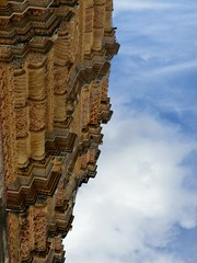 Facade and the sky. (Ludvigem) Tags: mexico facade architecture sky perspective chiapas upsidedown
