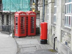 Telephone Boxes & Pillar Box, Station Hill, Bridgend 24 March 2018 (Cold War Warrior) Tags: pillarbox postoffice royalmail telephone bridgend iron