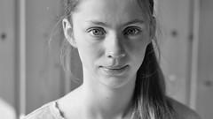 Malin (pesce4221) Tags: face gesicht mädchen girl portrait retrato chica cara closeup schwarzweis blancoynegro blackwhite