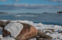 Long winter (fredrik.gattan) Tags: archipelago stones seascape landscape icy ice island islands winter cold sky sunny snow birds roslagen stockholm norrtälje rådmansö sweden östernäs brygga
