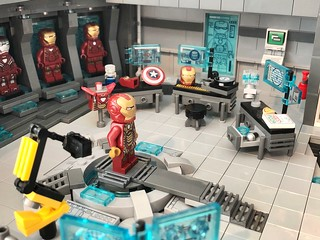 LEGO Malibu Mansion (Mk.4) - Tony Stark's Workshop & Iron Man Suit functioning platform