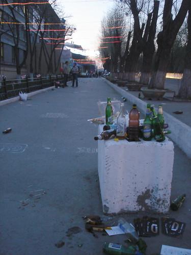 Мусор после празднования ©  ayampolsky