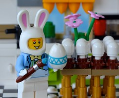 Getting Ready for Easter (linda_lou2) Tags: 365the2018edition 3652018 day89365 30mar18 89365 365toyproject lego minifigure minifig easterbunny rabbit painting coloring 118picturesin2018 themeno96 eggs
