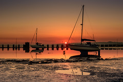 Who Has Left The Plug Out (Sunset Snapper) Tags: whohaslefttheplugout sunset langstoneharbour haylingisland hampshire southcoast uk lowtide reflections mud weed sea yachts boats fliter lee nd grad nikon d810 2470mm april 2018 sunsetsnapper