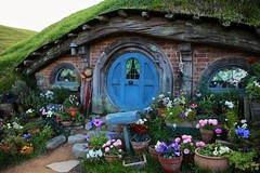 Hobbiton (YY) Tags: door mailbox newzealand lordoftherings hobit hobbiton hole shire matamata