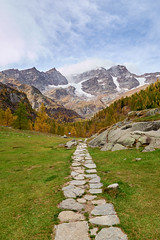 Seen so many times, still beautiful (kevindalb) Tags: italia italie italy piemonte 2017 valsesia alagna monte rosa alpe pile montagna mountain montagne autunno autumn automne path