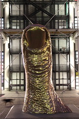 036A6220 (zet11) Tags: paris street people finger thumb sculpture