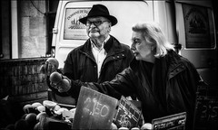 Une...Deux...Qui dit mieux? / One... Two...Any other offers? (vedebe) Tags: homme femme humain human people marché ville street rue urbain urban city noiretblanc netb nb bw monochrome provence france