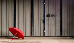 Red Umbrella (TablinumCarlson) Tags: srilanke leicam m8 roterschirm rot red tür door gate garage ubrella regenschirm regen rain weather pinnawala sri lanka ceylon asien asia elefant sabaragamuwa kegalle elefantenwaisenhaus elephant orphanage maha oya leica m 50mm simmicron pause