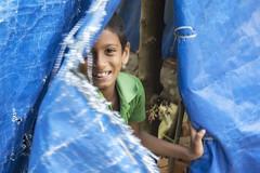 Gaiety... (Renato Pizzutti) Tags: india cochin kerala bambino tenda mosso sorriso giocare ritratto portrait nikond750 renatopizzutti