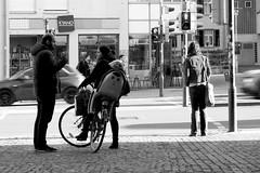 The Gesture (Isengardt) Tags: geste gesture finger gestikulierend reden talk chat plaudern fahrrad bicycle kind child enfant ampel trafficlights black white schwarz weiss monochrome monochrom bw sw bewegungsunschärfe motionblur blur blurry motion bewegung stehen standing bäckerei strase street esslingen badenwürttemberg deutschland germany europe europa olympus omd em1 1250mm pfosten licht light