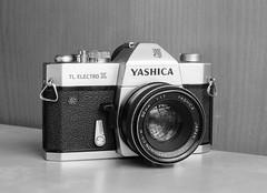 Yashica TL Electro X (Mattia Camellini) Tags: summicronr250mm leicaflexsl analog fomapan100 id11 canoscan9000fmarkii mattiacamellini film35mm pellicola manuallens blackandwithe monochrome stilllife cameraporn