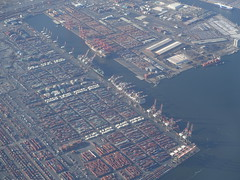 201803113 DL582 DTW-LGA Port Newark (taigatrommelchen) Tags: 20180312 usa nj newjersey newark ocean bay harbour city aerial view photo airplane inflight dal