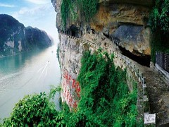Just north of Yichang, deep in a cliff on Xiling Hill, the Three Travellers' Cave is a popular stop along the Yangtze River. This place is quite suitable for day trip in Yichang before or after your Yangtze River cruises. https://ift.tt/2Hfj4FF (yangtze-river-cruise) Tags: yangtzerivercruise threegorgescruise
