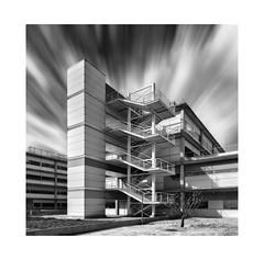 efecto mariposa (alcachofa1960) Tags: hospital arquitectura infantaleonor vallecas madrid ss tarde escalera azul bn