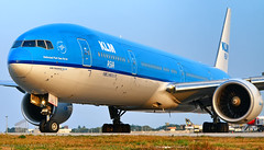 Dutch T7 in your face (LeoMuse747) Tags: boeing 777300er klm asia phbvc fortaleza pinto martins intl airport for sbfz nikon nikkor d5100 1855mm vr camera lens photo photography tmafortaleza leomuse747