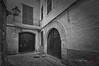 (153/18) Carrer de Sant Jeroni (Pablo Arias) Tags: pabloarias photoshop photomatix capturenxd españa arquitectura calle empedrado puerta ventana rincónfarola bn blancoynegro monocromático ciudadela menorca