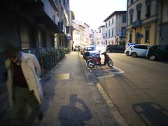 Life line (michelecci) Tags: streetfotos streetphotography streetphoto firenze florence italy italia fotografoitalia fotografi fotografia colori colors luci ombre ombra shadow old older specchio streetportrait candidphoto candidphotos candid decisivemoment decisivepics