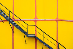Yellow Stairs (CoolMcFlash) Tags: yellow stairs background pattern vienna minimalistic minimalism minimalistisch fujifilm xt2 abstract city gelb stufen treppe hintergrund muster wien texture textur abstrakt stadt fotografie photography xf35mmf14 r stairway hundertwasser