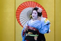 Dance (walkkyoto) Tags: 祇園東 gionhigashi 舞妓 maiko 芸妓 geiko 京都 kyoto 日本 japan ef135mmf2lusm