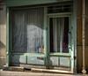 Au nuit et jour (afantelin) Tags: paris iledefrance boutique vitrine rideaux vert porte decay ancien ancientshop