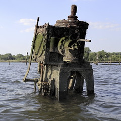 Davey Jones' Doohickey (95wombat) Tags: old abandoned rotted decayed derelict rusty decrepit marinegraveyard arthurkill statenisland newyork