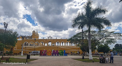 Izamal-Yucatan-Mexico (johnfranky_t) Tags: izamal yucatan mexico convento johnfranky t palme archi cavalli carrozze nuvole panche lampioni samsung s7 horses convent horse carriages clouds street lamps arch arches bench